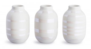 Lite sett med tre hvite omaggio vaser