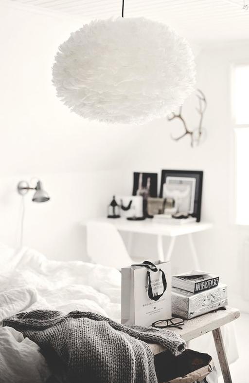 Hvit Fjærlampe på soverom EOS Vita
