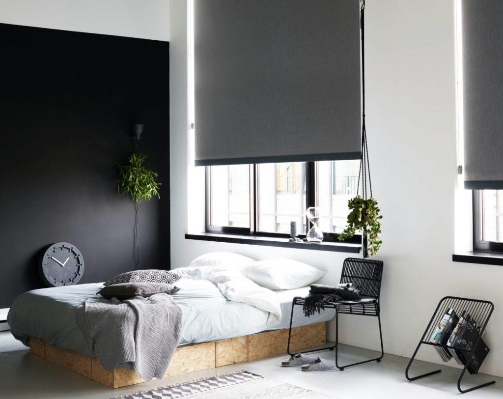 Svart og hvitt soverom i nordisk design. Inspirasjon