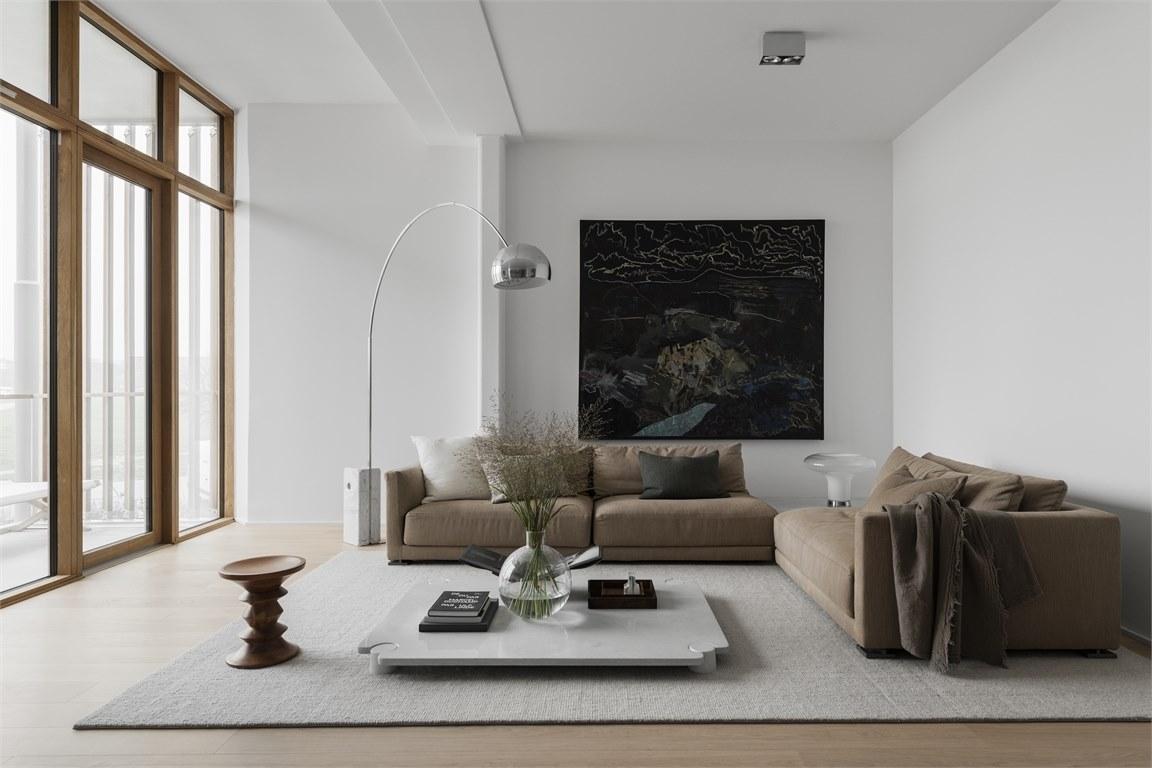 hvit stue beige sofa